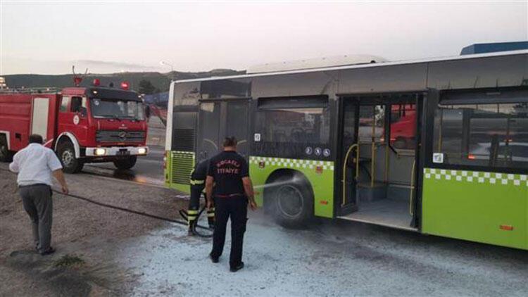 Otobüste çıkan yangın paniğe neden oldu! Facia son anda önlendi