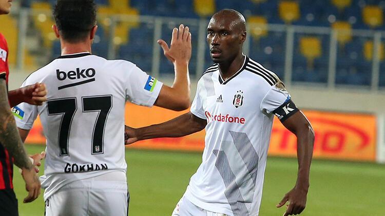 Son Dakika | Beşiktaşta Atiba Hutchinsondan yeni sözleşme açıklaması