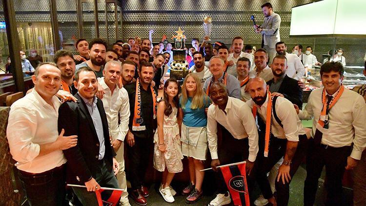 Başakşehir son maçını oynayıp tarihi zaferini kutlayacak: Şampiyon taç giyiyor