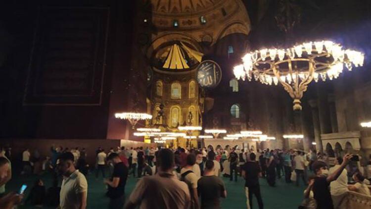 Ayasofya-i Kebir Cami-i Şerifine ilgi ikinci gece de devam etti