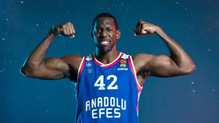 Anadolu Efes'te Dunston'ın sözleşmesi uzatıldı! 2+1 yıllık...