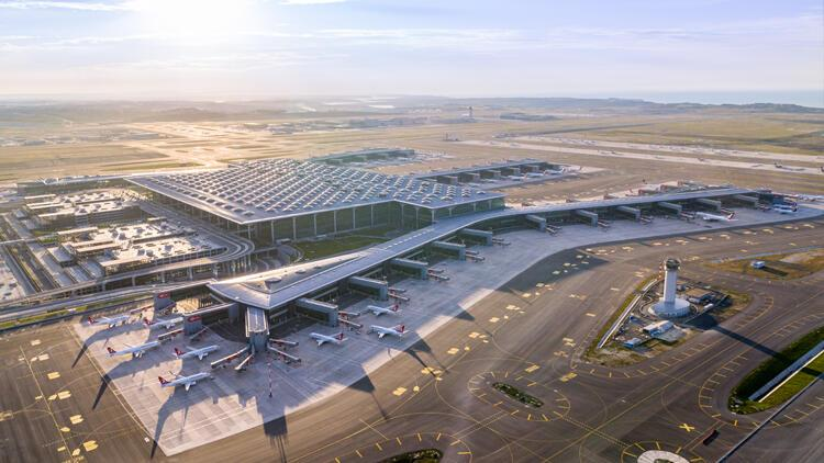 İstanbul Havalimanında 65 yaş üstü yolculara ayrıcalıklı hizmet