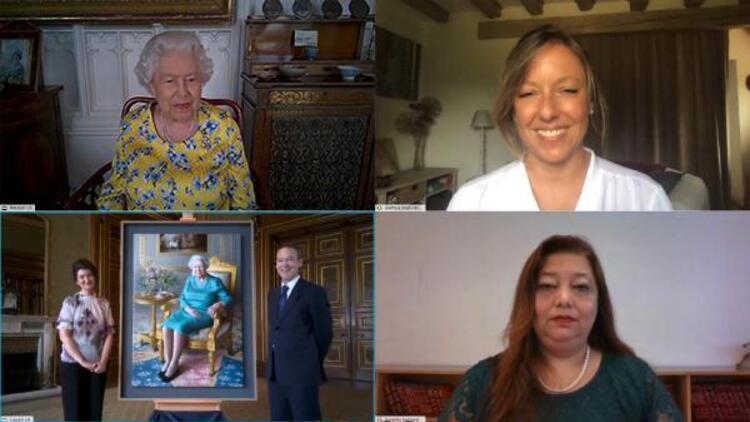 Yeni tablosunun açılışına görüntülü katıldı Kraliçe Elizabethten şaşırtan soru