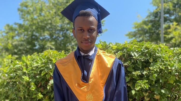 Nijeryalı öğrenci üniversiteyi birincilikle bitirdi