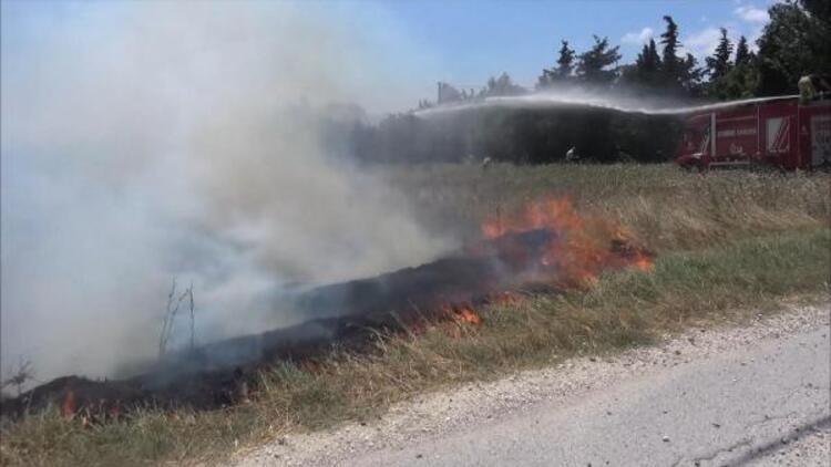 Silivride yangına müdahale eden itfaiye aracı çamura saplandı