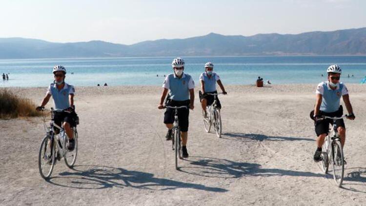 Salda plajında güvenlik, bisikletli polislere emanet