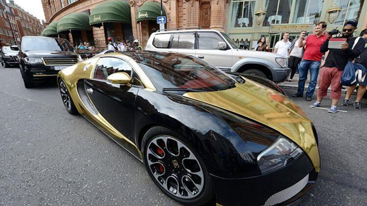 Londra'da süper lüks plakasız araçlar polisi kızdırdı