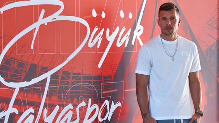 Lukas Podolski: Antalyaspora faydam olduğu için çok mutluyum