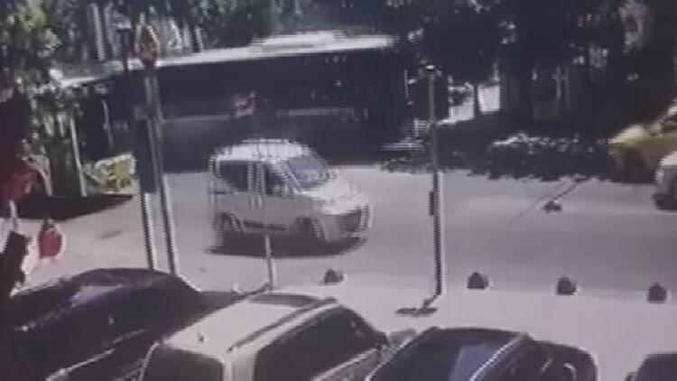 Kadıköydeki İETT otobüsü kazasından yeni güvenlik kamerası görüntüsü