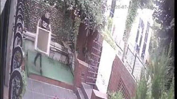 Apartman bahçelerinden klima, bahçe eşyaları çalan şüpheli kamerada