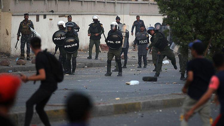 Irak'ta güvenlik güçleriyle göstericiler arasında arbede