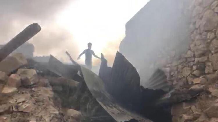 Erzincan'da köyde yangın: 4 ev, 3 ahır yandı