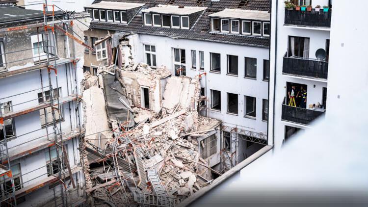 Düsseldorf'dan kötü haber! Bir Türk, yıkılan binanın altında kaldı
