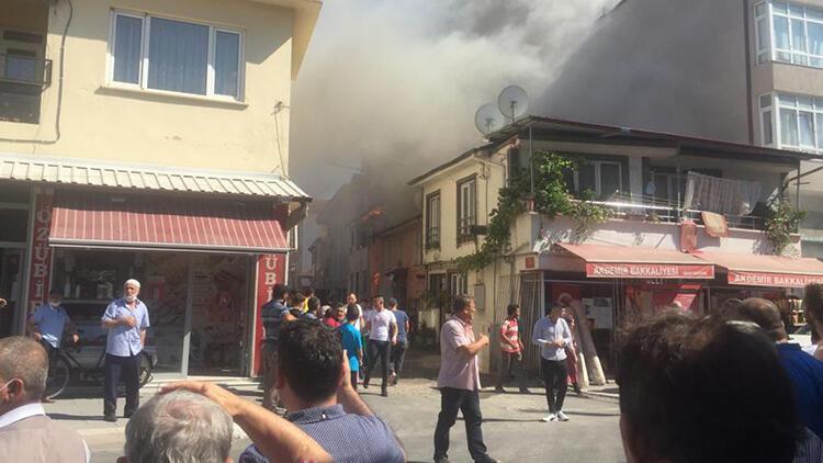 Sakaryada yangın... Mahalleli sokağa döküldü