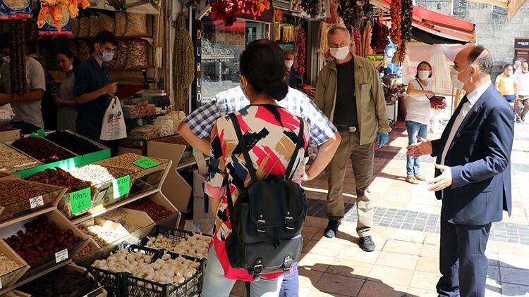 Kayseri Valisi'nden caddede maske ve sosyal mesafe uyarısı