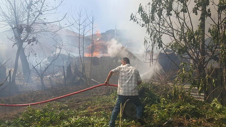Köyde samanlık alanda yangın