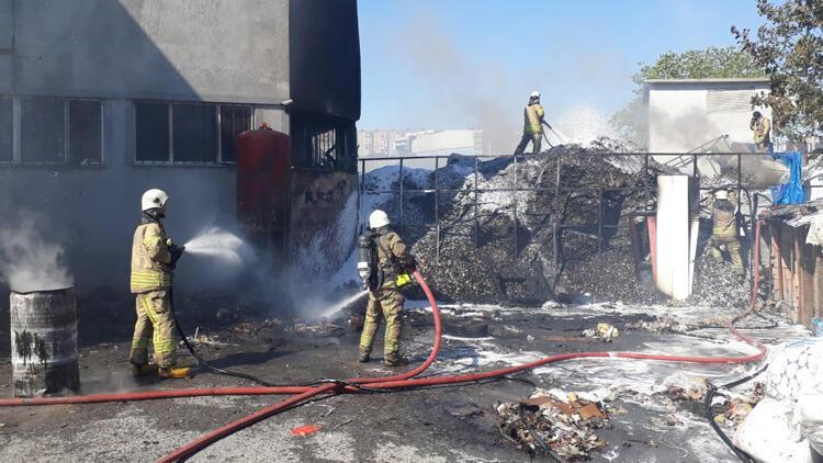 Son dakika haberi: Esenyurtta fabrikada yangın