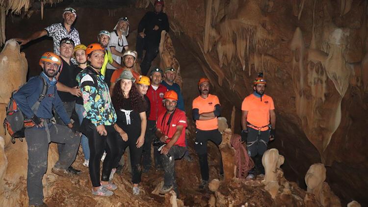 Dağcılar, Sümbül Dağı'nda geçen yıl keşfedilen mağarayı gezdi