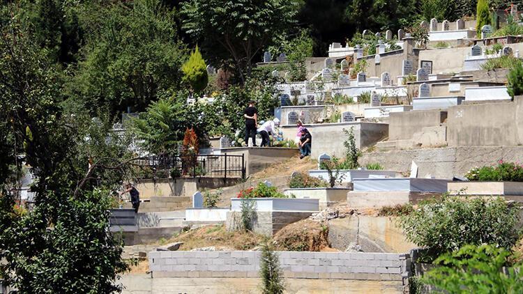 Zonguldakta, toplu ziyaretlerin yasaklandığı mezarlıklarda sakinlik hakim