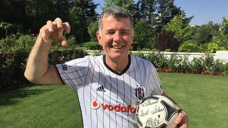 Beşiktaş Kulübünden Richard Moore'a tebrik