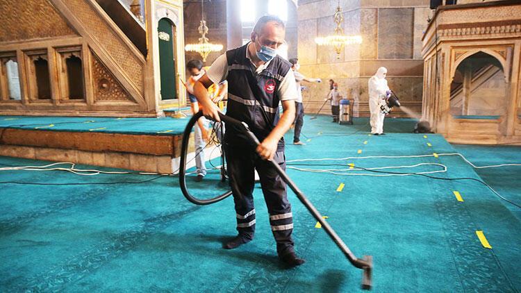 Ayasofya Camisi'nde Kurban Bayramı temizliği