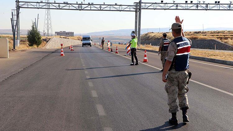 Gaziantepte polis ve jandarmadan bayram öncesi dronelu trafik denetimi