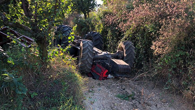 Sakarya'da feci kaza! Baba-oğul traktörün altında kaldılar...