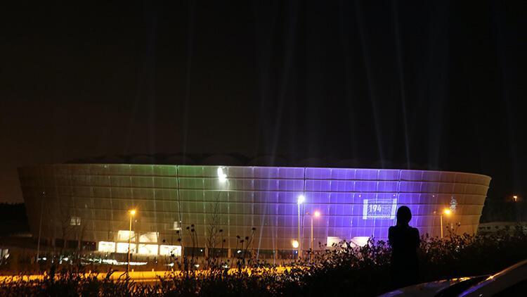 Yeni Adana Şehir Stadyumu, Adana Demirspora destek için ışıklandırıldı