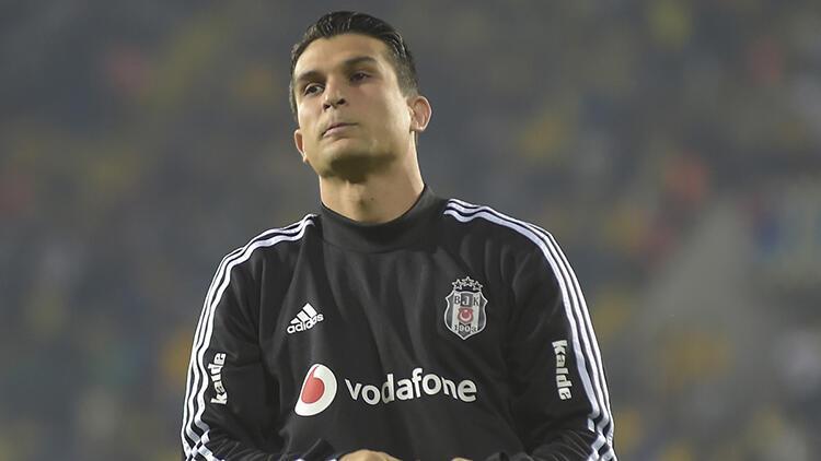 Beşiktaşta Necip Uysaldan indirim: Kapıdan kovulsam bacadan girerim