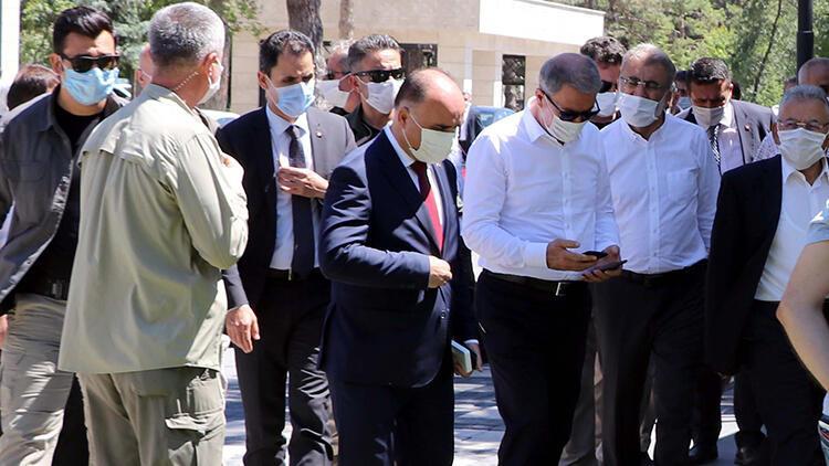 Milli Savunma Bakanı Akar, Kayseride anne ve babasının kabrini ziyaret etti