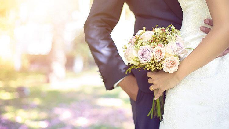 Evlenen çift sabıka görebilsin teklifi