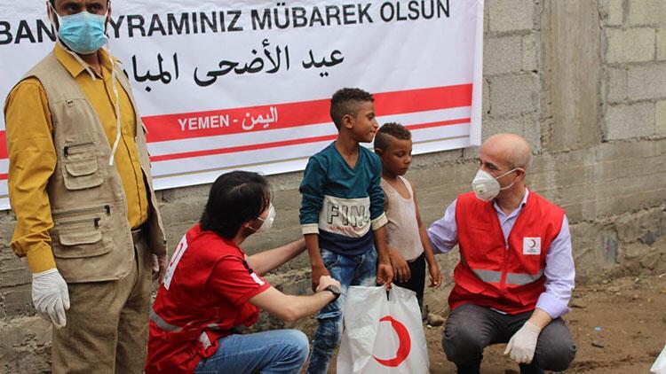 Yemen'de Türk Kızılay binlerce aileye kurban eti dağıtıyor