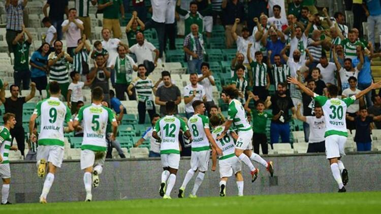 Bursaspor son düzlükte altyapısına güvenmedi! Unvanı Altınordu kaptı...
