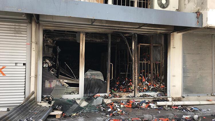 Kozmetik mağazasındaki yangında 4 iş yeri de zarar gördü