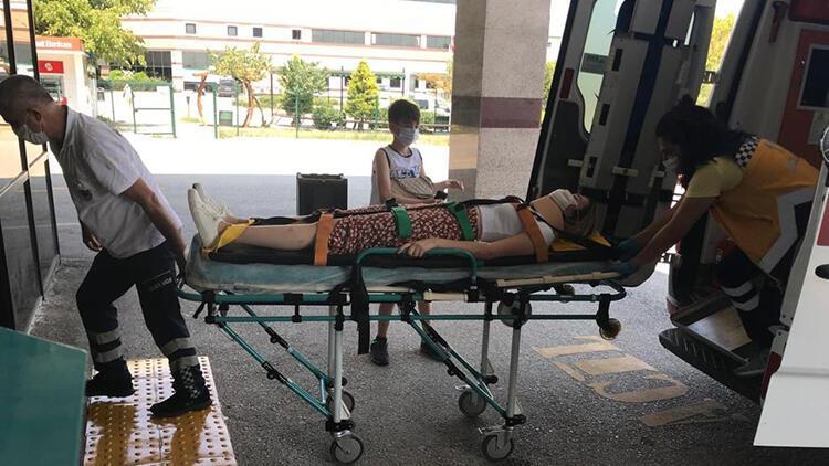 Begüm, otomobilinin bariyere çarpmasıyla yaralandı