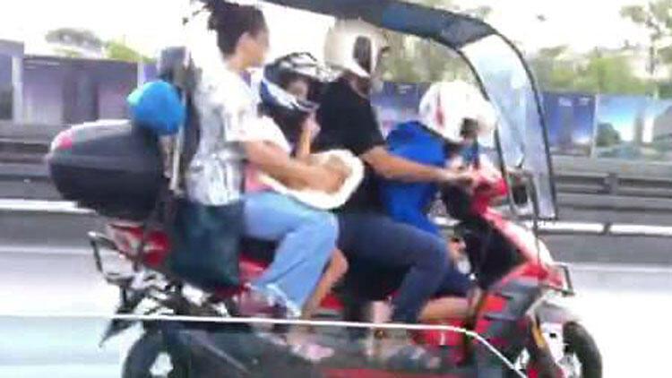 Avcılar'da motosiklete 2'si çocuk 4 kişi bindiler