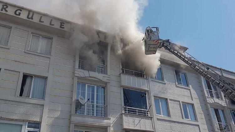 Son dakika... Esenyurt'ta bir apartmanda yangın çıktı!