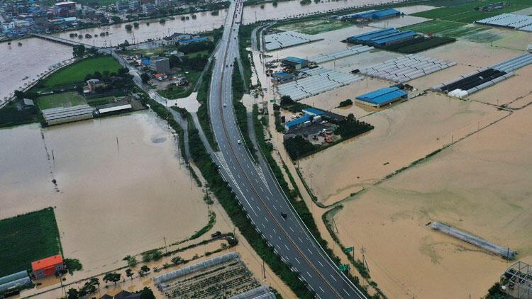 Son dakika... Güney Kore'de sağanak yağış faciası: 6 öldü, 7 kişi kayboldu
