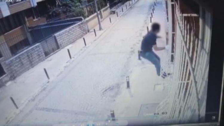 Beşiktaş'ta pencereden eve tırmanan hırsız kamerada