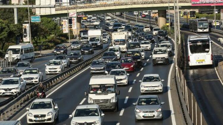 Bayram sonrası İstanbulda trafik yoğun