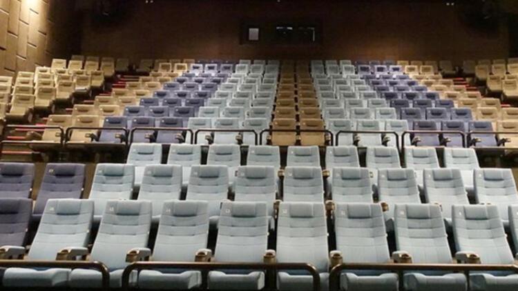 Sinema salonları misafirlerini yeniden ağırlamaya başladı