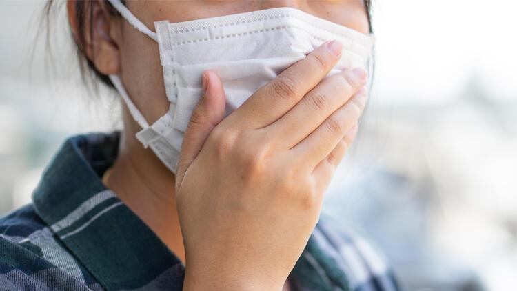 Gün içinde ter nedeniyle nemlenen maskeleri değiştirin