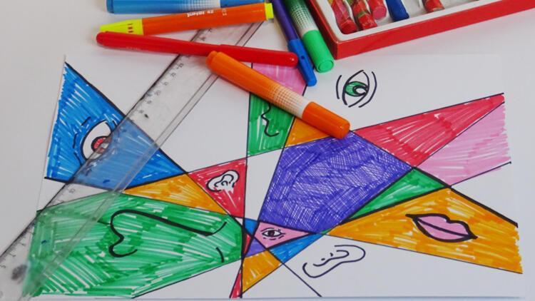 Çocuklara çevrimiçi yaz sanat okulu devam ediyor