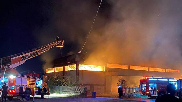 Son dakika haberi: Manisa'da korkutan fabrika yangını!