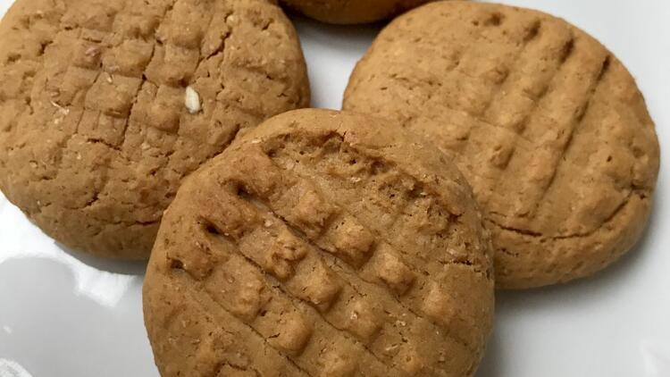 Hem küçüklere hem büyüklere hurma özlü kurabiye
