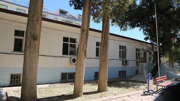 Mut'ta eski okul ve sağlık ocağı binaları onarılıyor