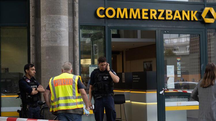 Berlin'de alarm... Peş peşe iki banka şubesi...