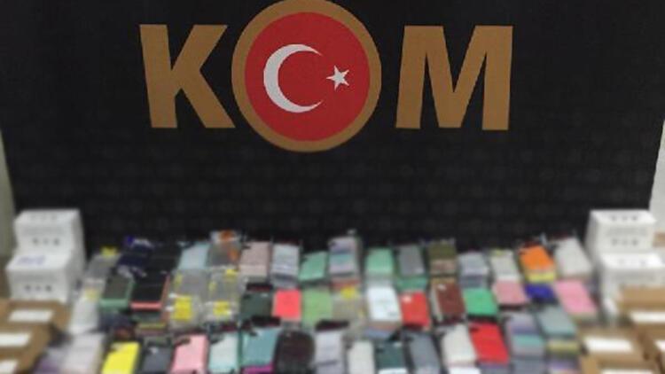 Boluda 100 bin TL değerinde kaçak telefon aksesuarları ele geçirildi