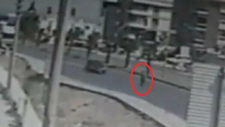 Otomobil çarpan yayanın öldüğü kaza kamerada