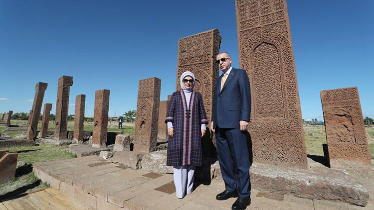 Cumhurbaşkanı Erdoğanın eşi Emine Erdoğandan Ahlat ruhu paylaşımı
